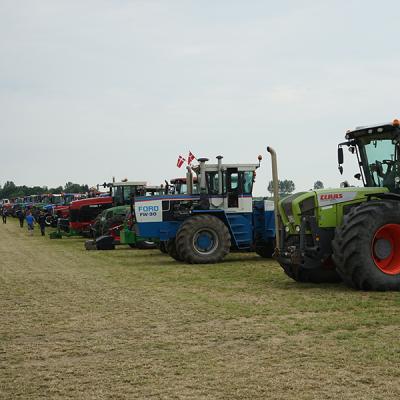 Opstilling af deltagende traktor